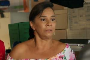 Vanda fica nervosa ao saber que Luan está na delegacia (Foto: TV Globo)
