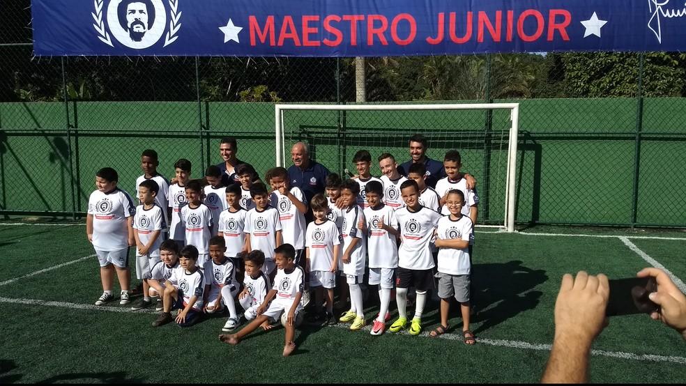 Inauguração da escolinha de futebol de Júnior (Foto: Felipe Siqueira)