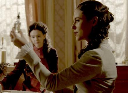 Melissa planeja incriminar Lívia e põe a vida de Vitória em risco