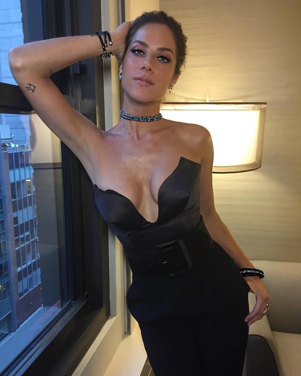 Giovanna Ewbank aparece com decote generoso em foto na web
