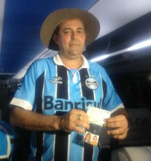 """Torcedor fanático consegue na justiça o direito de colocar """"Do Grêmio"""" no sobrenome (Foto: Jesana de Jesus/G1)"""