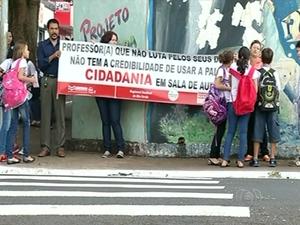 Professores da rede estadual de ensino continuam em greve Goiás (Foto: Reprodução/TV Anhanguera)