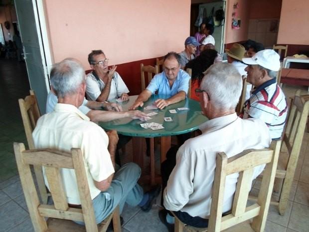 Jogos distraem grupos de amigos (Foto: Paula Casagrande/G1)