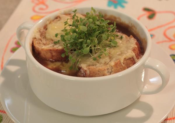 Sopa gratinada de chuchu e cebola (Foto: Divulgação)