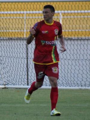 Douglas Alves meio-campo do Galvez (Foto: João Paulo Maia)
