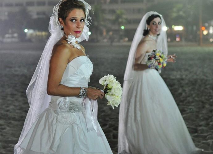 Fátima e Sueli de noivas em episódio (Foto: Estevam Avellar /TV Globo)