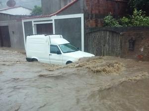 Chuva em São Pedro da Aldeia (Foto: Patrícia Sodré/Arquivo Pessoal)