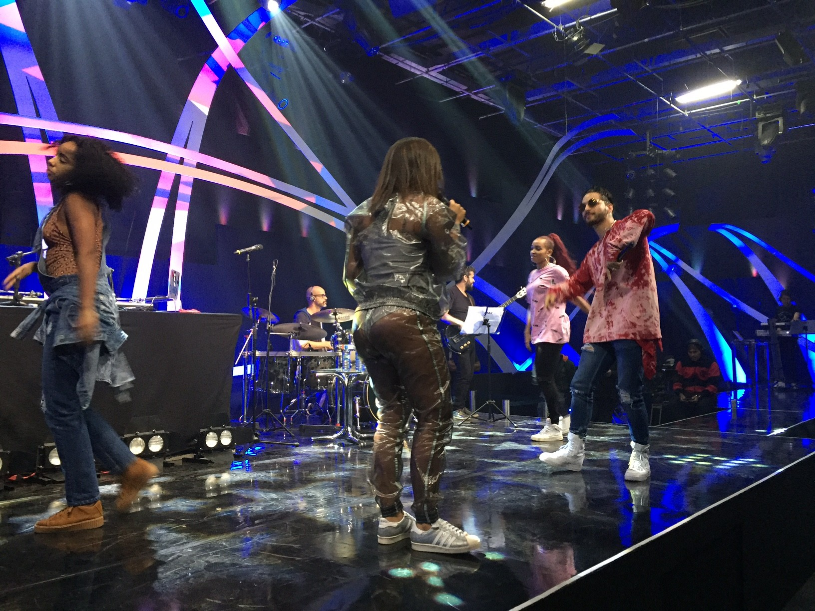 Anitta e Maluma ensaio (Foto: Multishow)