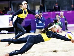 Juliana e Larissa, Vôlei de Praia (Foto: Agência AP)