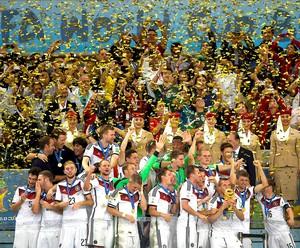 Alemanha com a taça da Copa do Mundo (Foto: AFP)