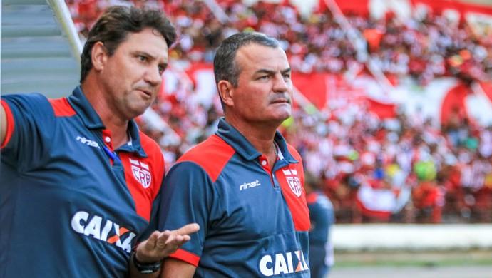 CSA x CRB - final Campeonato Alagoano - Mazola e o auxiliar Brigatti  (Foto: Ailton Cruz/Gazeta de Alagoas)
