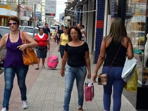 Movimento no comércio de Piracicaba  (Foto: Claúdia Assencio/G1)