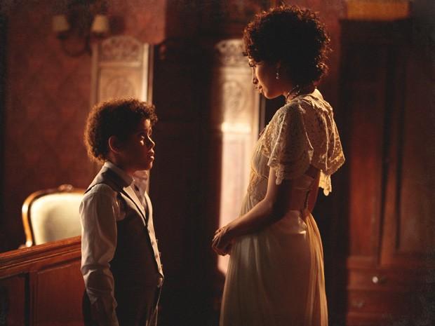 Elias diz a Isabel que sabe ser filho de Albertinho (Foto: Lado a Lado/TV Globo)