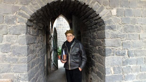 O sacerdote jesuíta holandês Frans van der Lugt que vivia há décadas na cidade de Homs, em foto de 2 de fevereiro. Ele foi morto a tiros (Foto: Mohammed Abu Hamza/AFP)