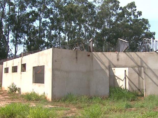 Escola de distrito de Bebedouro tem obra inacabada (Foto: Reprodução/EPTV)