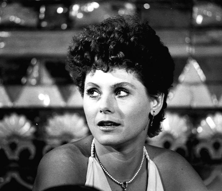Em Brilhante, Vera Fischer mudou o visual e adotou o cabelo curtinho (Foto: Cedoc / TV Globo)