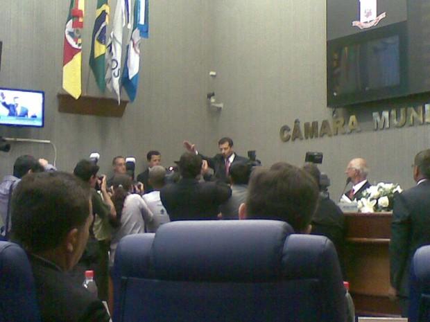 Prefeito de Rio Grande assumiu cargo nesta terça-feira (Foto: Nathalia King/ RBS TV)