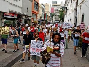 Manifestação no Largo da Catebral, em Campinas, SP. (Foto: Uéber Rosário/Futura Press/Estadão Conteúdo)