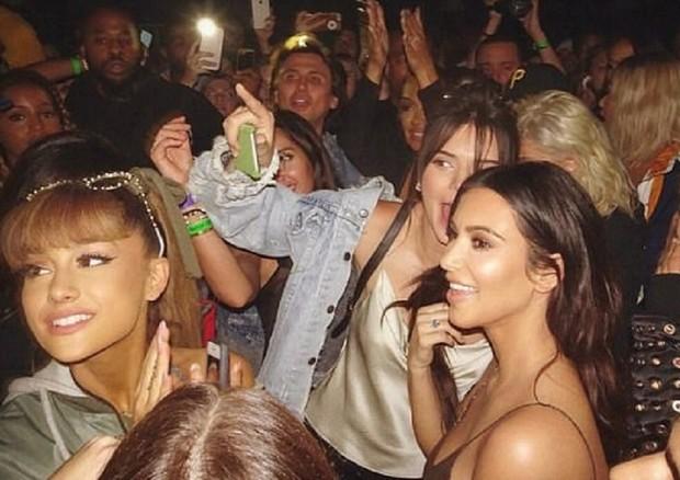 Kim Kardashian homenagem a Manchester (Foto: Reprodução/ Instagram)