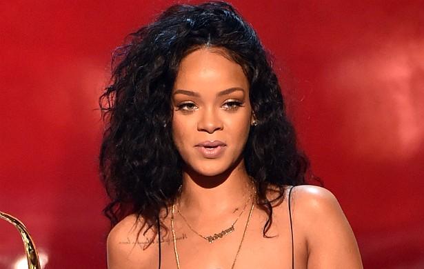 """Fotos de Rihanna nua vazaram em 2009. A cantora sentiu que o pouco de privacidade que lhe restava havia sido tirado dela, e classificou o episódio como """"humilhante e embaraçoso"""". (Foto: Getty Images)"""
