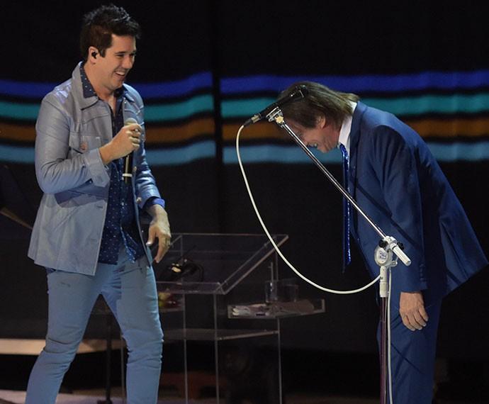 Rogério Flausino canta com Roberto Carlos (Foto: Gshow)