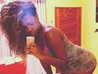 Ludmilla sensualiza na web com selfie de babydoll