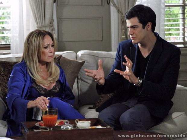 Pilar acaba se deixando manipular por Félix (Foto: Amor à Vida/TV Globo)