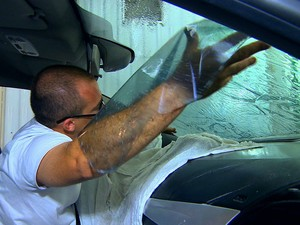 Película transparente para os vidros reduz a absorção de calor no carro (Foto: Auto Esporte)