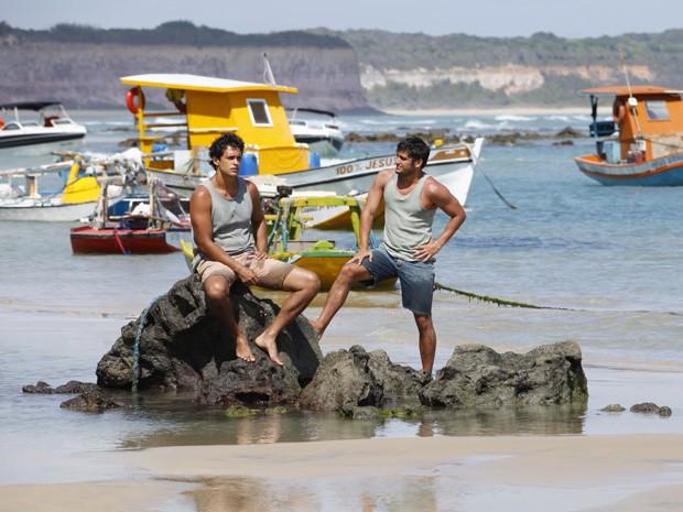 Hélio e Juliano (Foto: Vila dos Ventos / TV Globo)