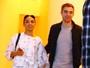 Robert Pattinson acompanha a namorada em evento nos EUA
