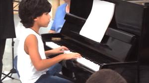 A professora de piano, Aline Pretti, ressalta a disciplina da dupla (Foto: Arquivo pessoal)