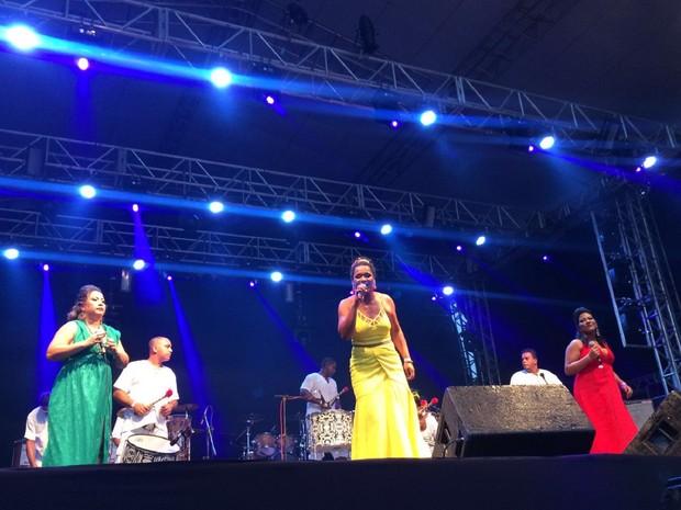 Grupo Afro Mandela foi deu início a segunda noite do festival (Foto: Carolina Sanches/G1)