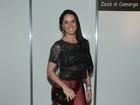 Graciele Lacerda usa calça justinha para ir a show em São Paulo