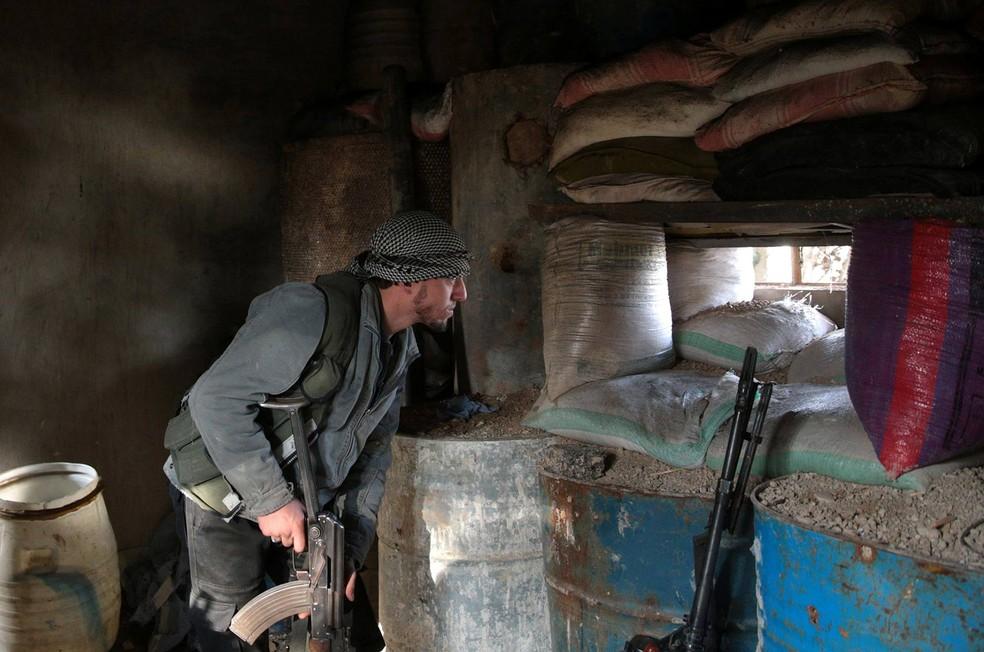 Grupos rebeldes sírios ameaçam boicotar negociações de paz