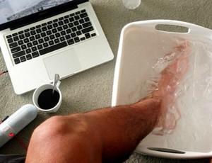 Gabriel Medina com o pé machucado (Foto: Arquivo Pessoal)