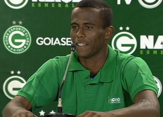 Carlos, atacante do Goiás (Foto: Reprodução/TV Anhanguera)