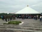 Corpo de militar reformado morto em assalto é sepultado em Porto Alegre