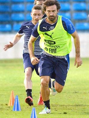Pirlo treino Itália Fortaleza (Foto: Agência AFP)