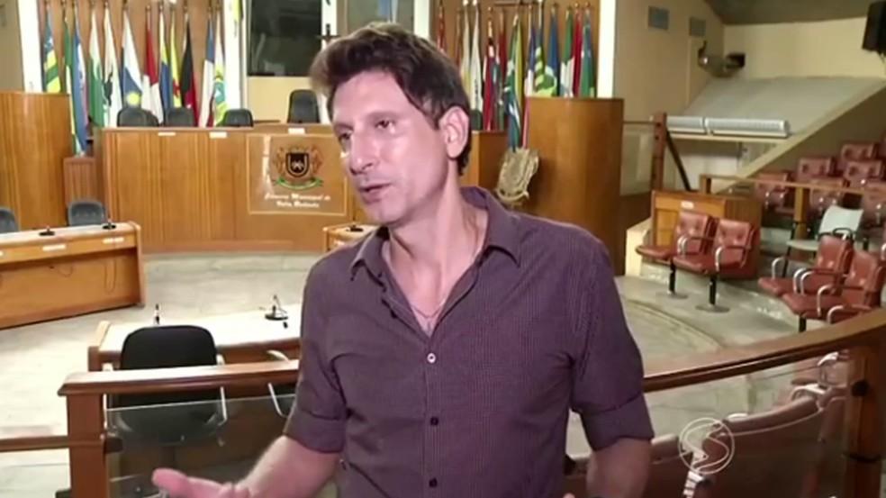 Paulo Conrado (PRTB) é autor da lei que proíbe debate sobre gênero nas escolas de Volta Redonda (Foto: Reprodução/TV Rio Sul)