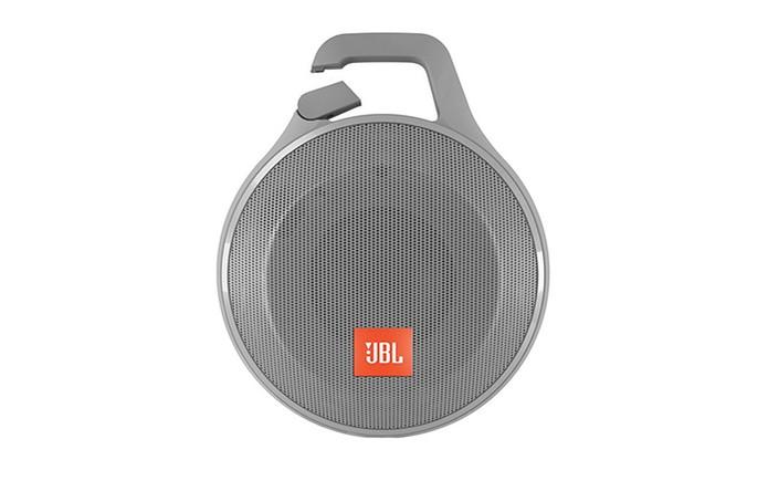 JBL Clip+ é uma caixa de som portátil com clipe para fixar de forma prática (Foto: Divulgação/JBL)