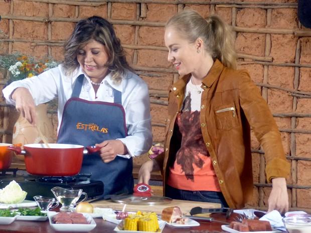 Roberta Miranda prepara cozido com Angélica (Foto: Estrelas / TV Globo)