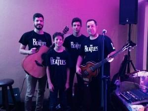 300x225Mistura com Rodaika Help Idosos Asilo Padre Cacique SPA de beleza Tri Beatles Show (Foto: Divulgação/Tri Beatles)