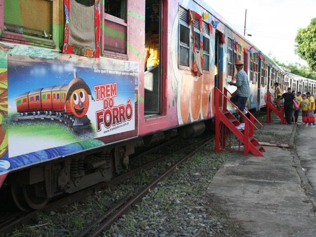 Trem percorre quase 42km entre Recife e Cabo de Santo Agostinho. (Foto: Divulgação)