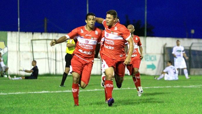 Marcelo Macedo comemora seu primeiro gol com a camisa do CRB (Foto: Ailton Cruz/ Gazeta de Alagoas)