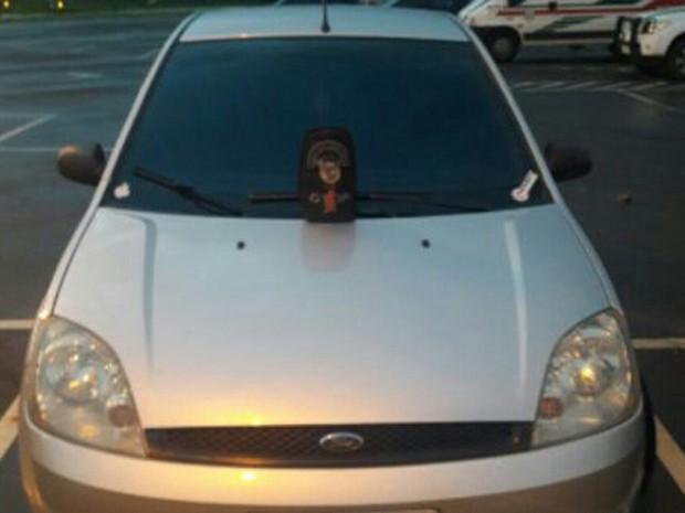 Carro usado para adolescente fugir, segundo a PM (Foto: Polícia Militar/Divulgação)