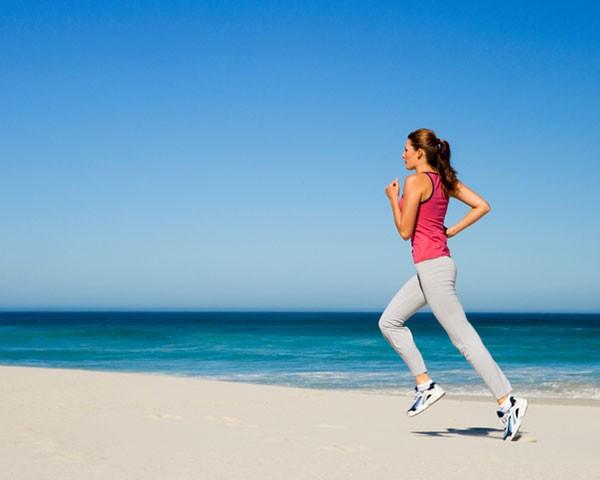 Manter a rotina de exercícios nas férias é mais fácil do que você imagina (Foto: Thinkstock)