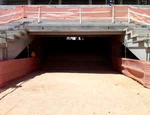 Túnel que dará acesso ao gramado no Arena das Dunas (Foto: Jocaff Souza/Globoesporte)