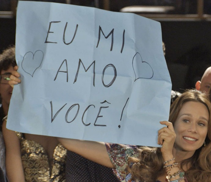 Tancinha aparece de surpresa no coquetel e se declara a Apolo (Foto: TV Globo)
