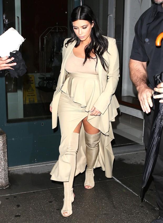 X17 - Grávida, Kim Kardashian em Nova York, nos Estados Unidos (Foto: X17online/ Agência)