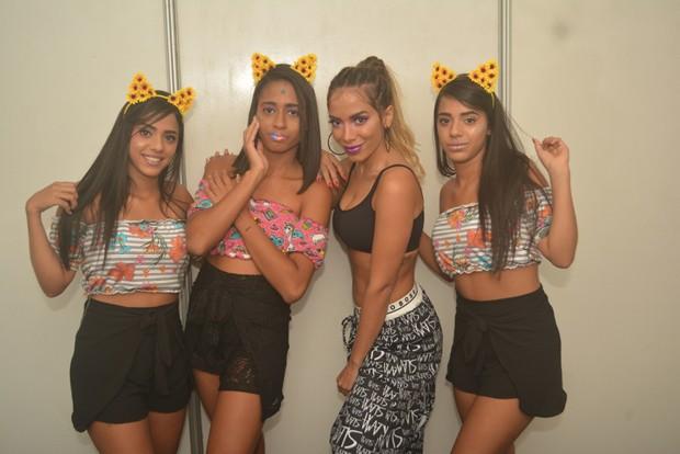 Anitta com Mc Loma e dançarinas (Foto: Felipe Souto/AgNews)